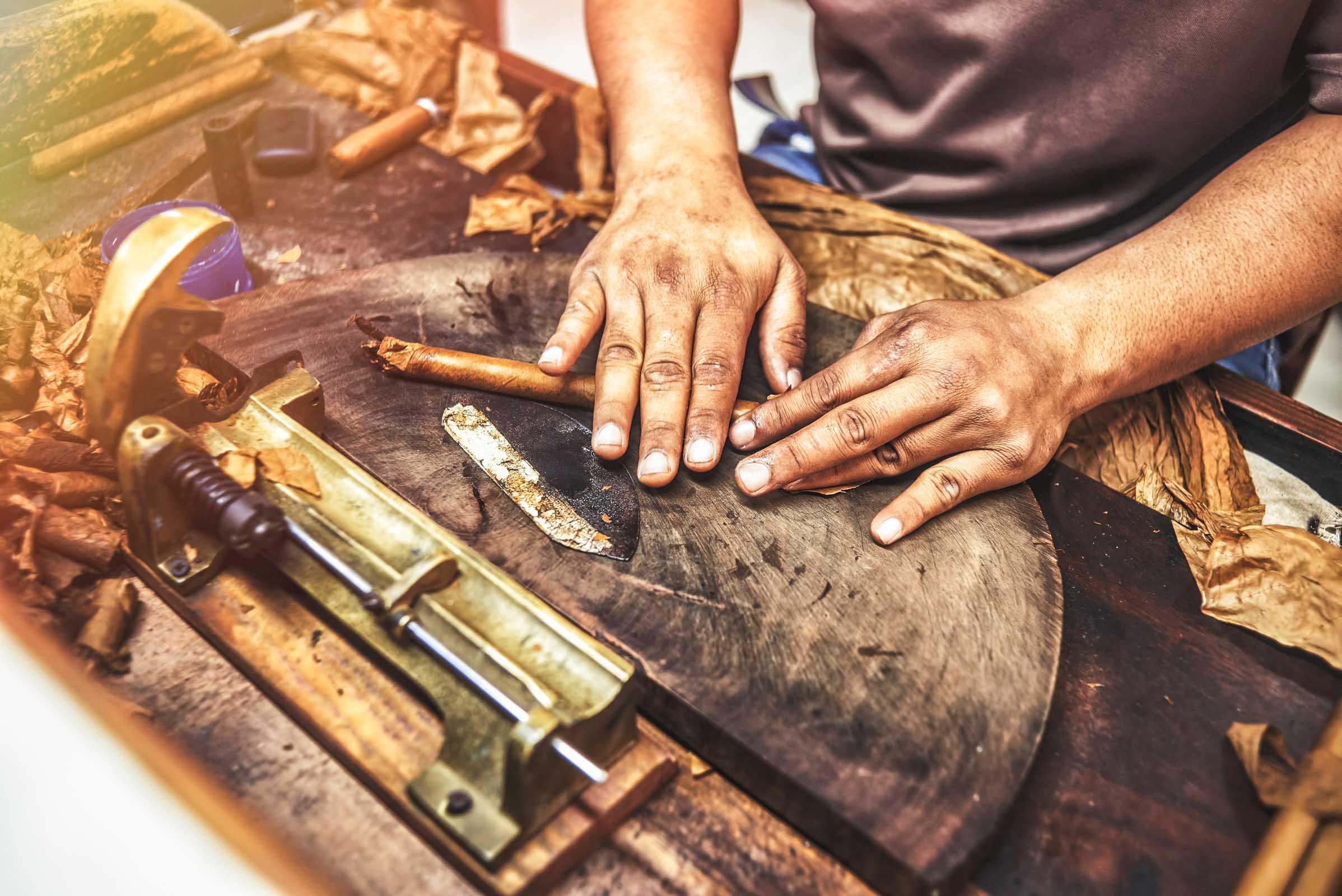 Zigarrenroller - Zigarrendreher | Handgedreht | Kuba | Tabak | Deckblatt | Havanna | Zigarre | Bandarolle | Umblatt | Buchen | Event | Zigarrenmanufaktur
