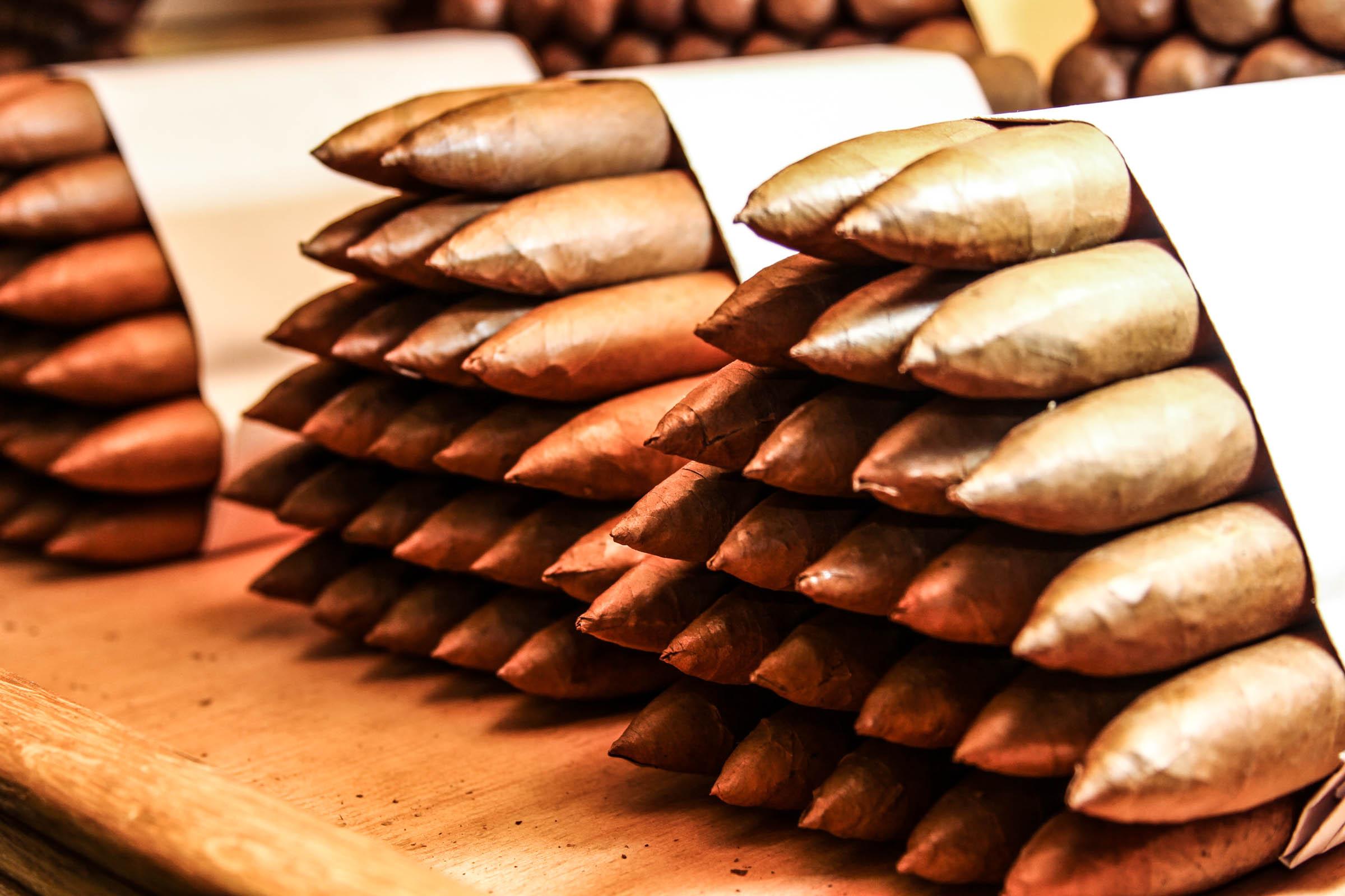 Zigarrendreher | Zigarrenroller | Kuba | Tabak | Deckblatt | Zigarre | Handgedreht | Havanna | Bandarole | Umblatt | Event | Buchen | Zigarrenmanufaktur.