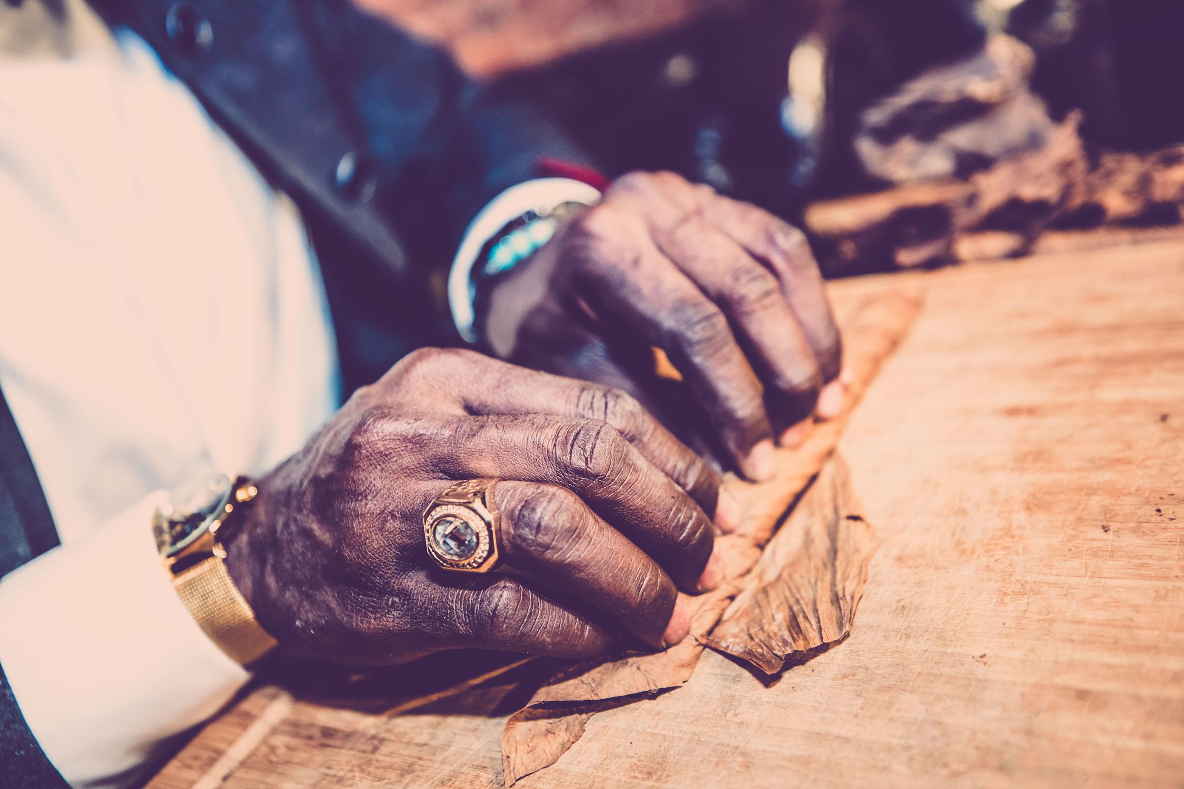 Zigarrenroller - Zigarrendreher | Handgemachte Zigarren | Event | Gala | Business | Messe | Buchen | Mieten | Anfragen