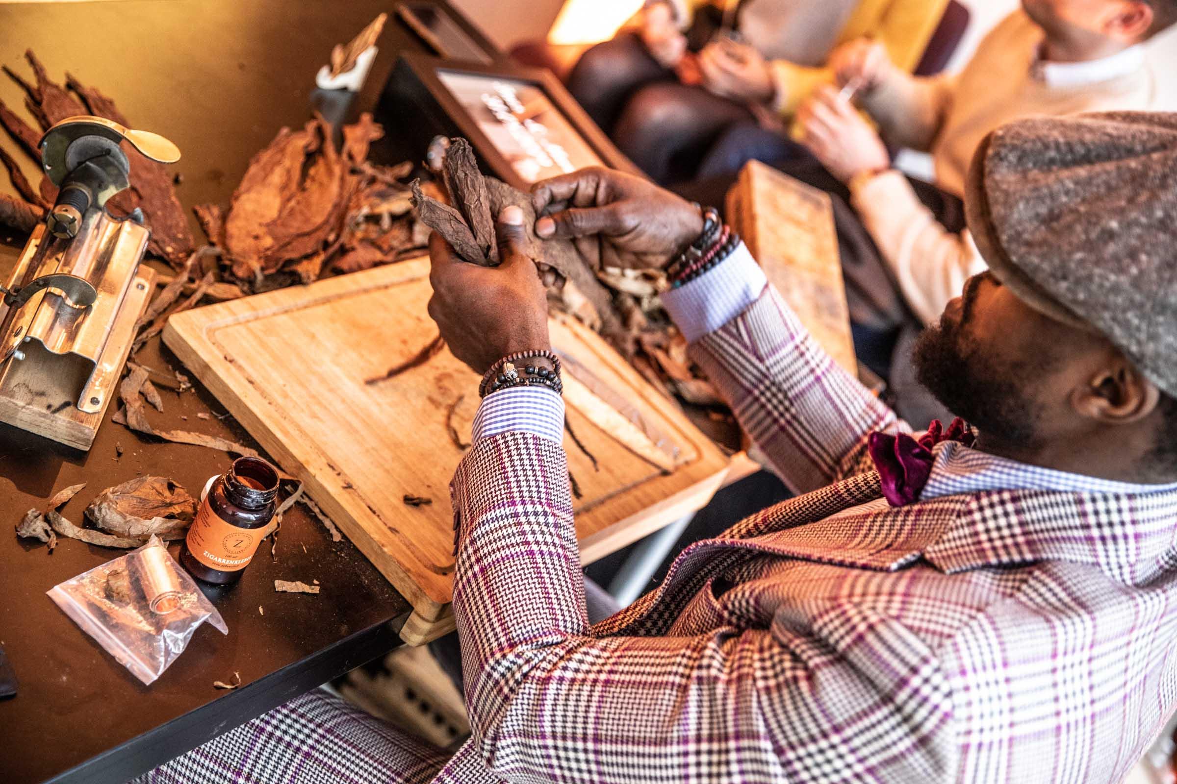Zigarrenroller |Zigarrendreher |Buchen | Mieten | Anfragen | Event | Firmenfeier | Jubiläum