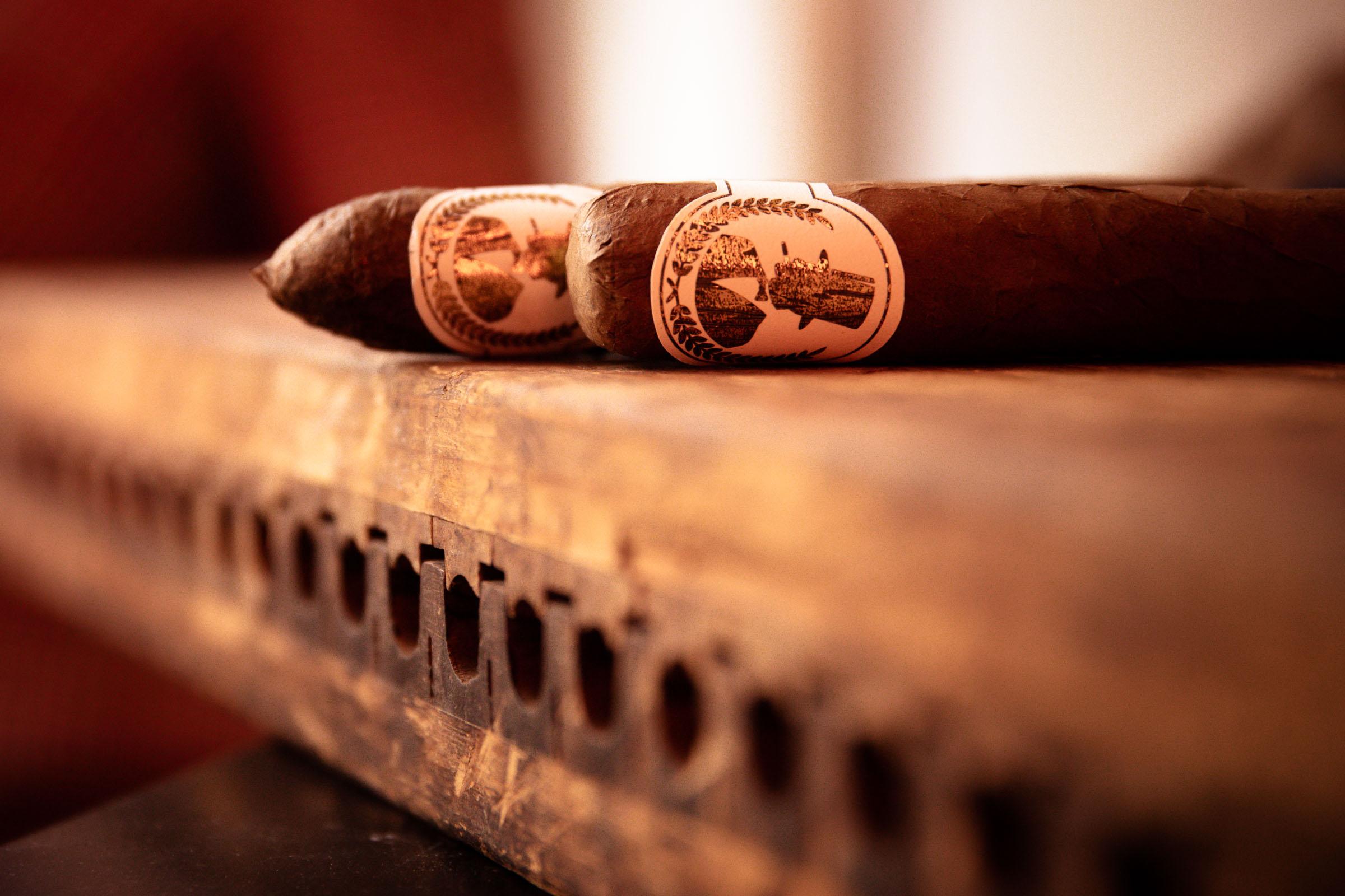 Zigarrenroller |Zigarrendreher | Handgefertigt | Individuell | Hochzeit | Event |Messe |Business |Bestellen |Kaufen