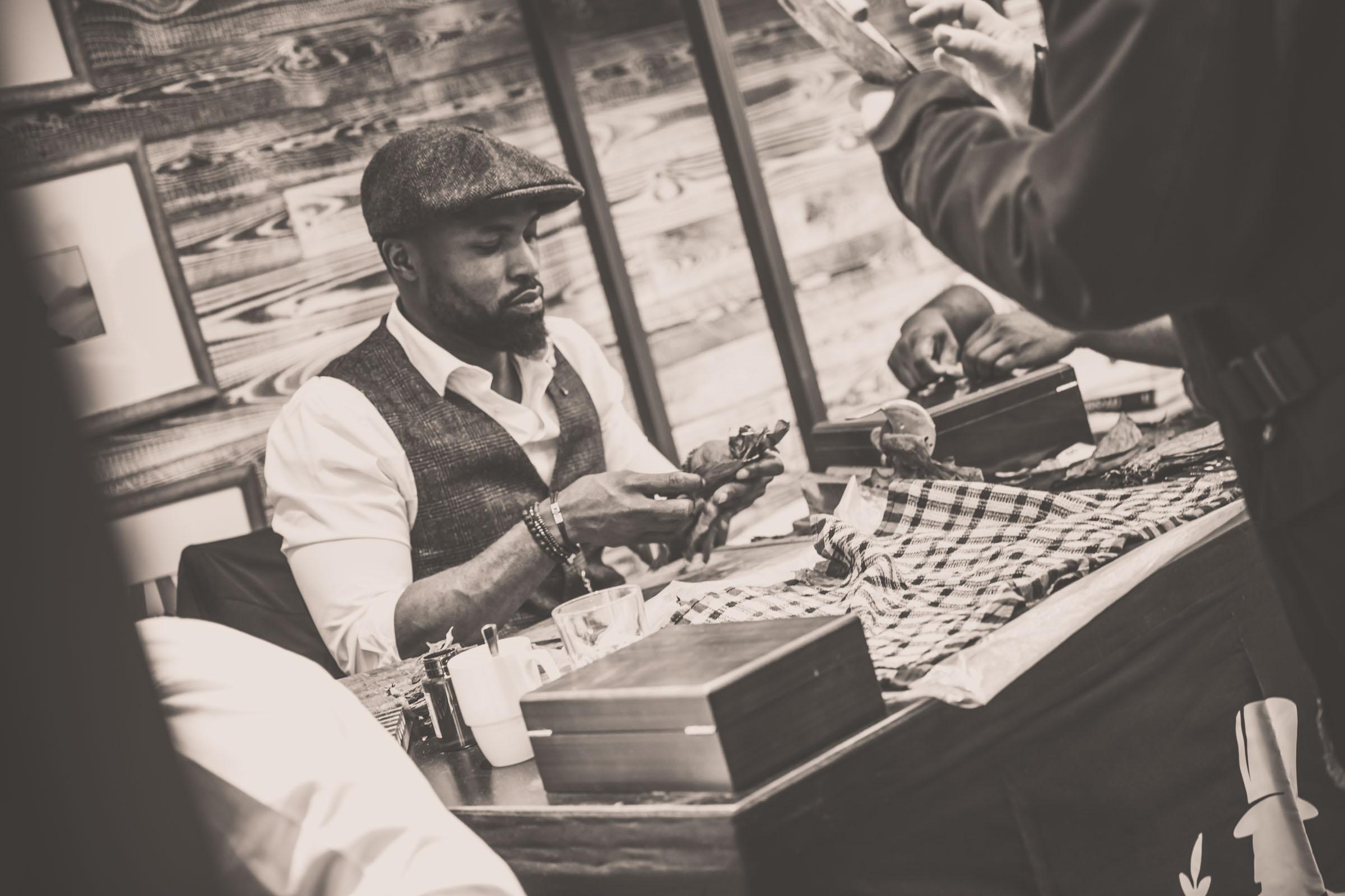 Zigarrenroller - Zigarrendreher | Zigarrenherstellung | Hochzeit | Messen | Gala |Event | Buchen | Mieten | Anfragen