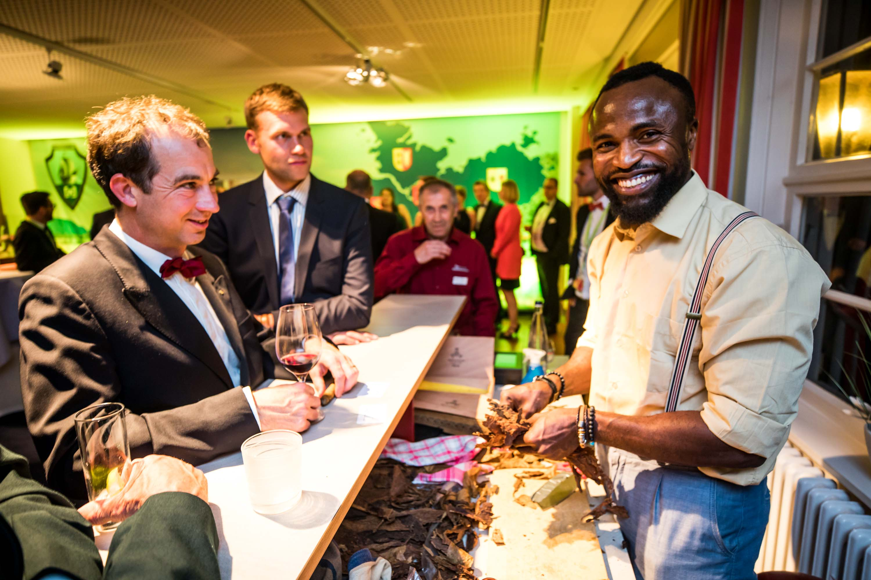 Zigarrenroller - Zigarrendreher | Handgemacht | Kubanische | Zigarren | Hochzeit | Messe | Gala | Event | Buchen | Mieten | Anfragen