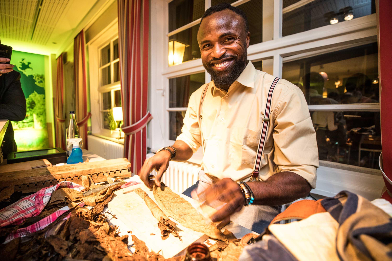Zigarrenroller - Zigarrendreher | Tabakroller | Zigarrenherstellung | Hochzeit | Messen | Gala |Event | Buchen | Mieten | Anfragen