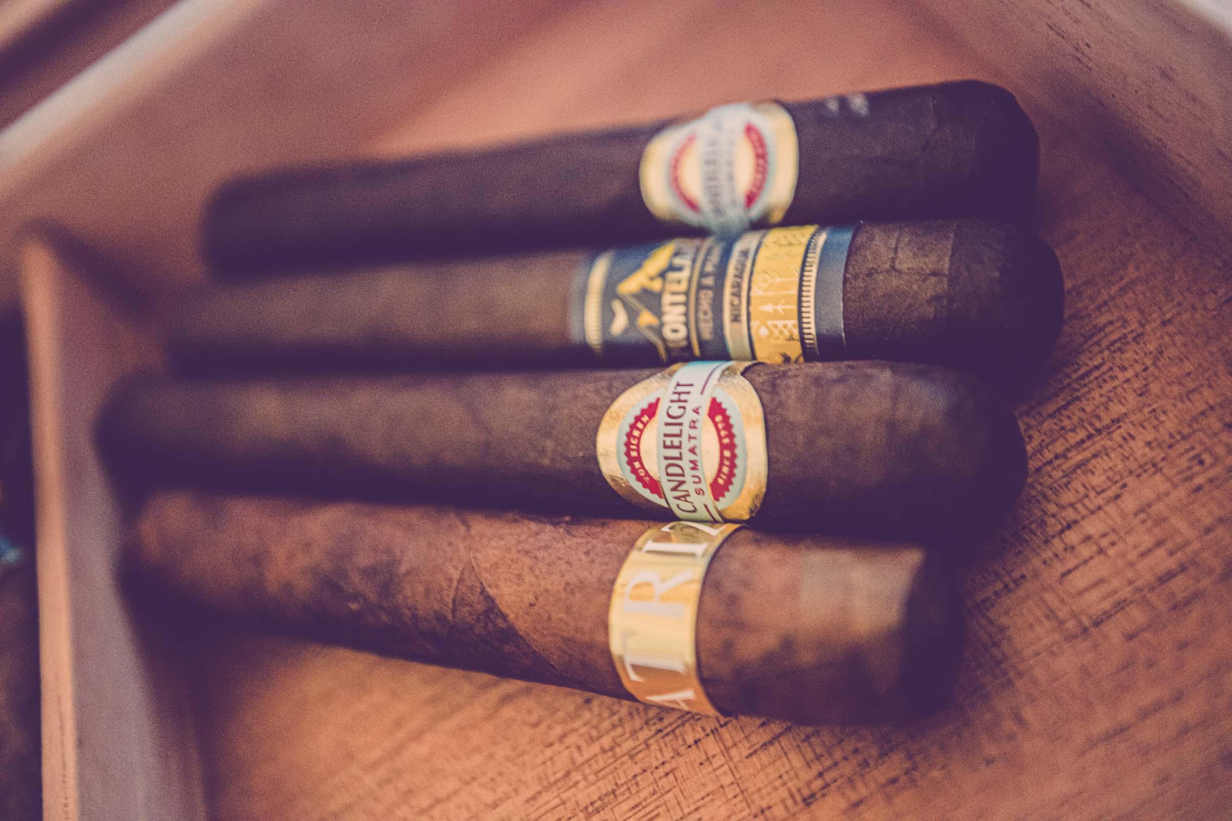 Zigarrenroller - Zigarrendreher Banderole | Bauchbinde | Design | Prägung | | Zigarren | Anfragen |Mieten