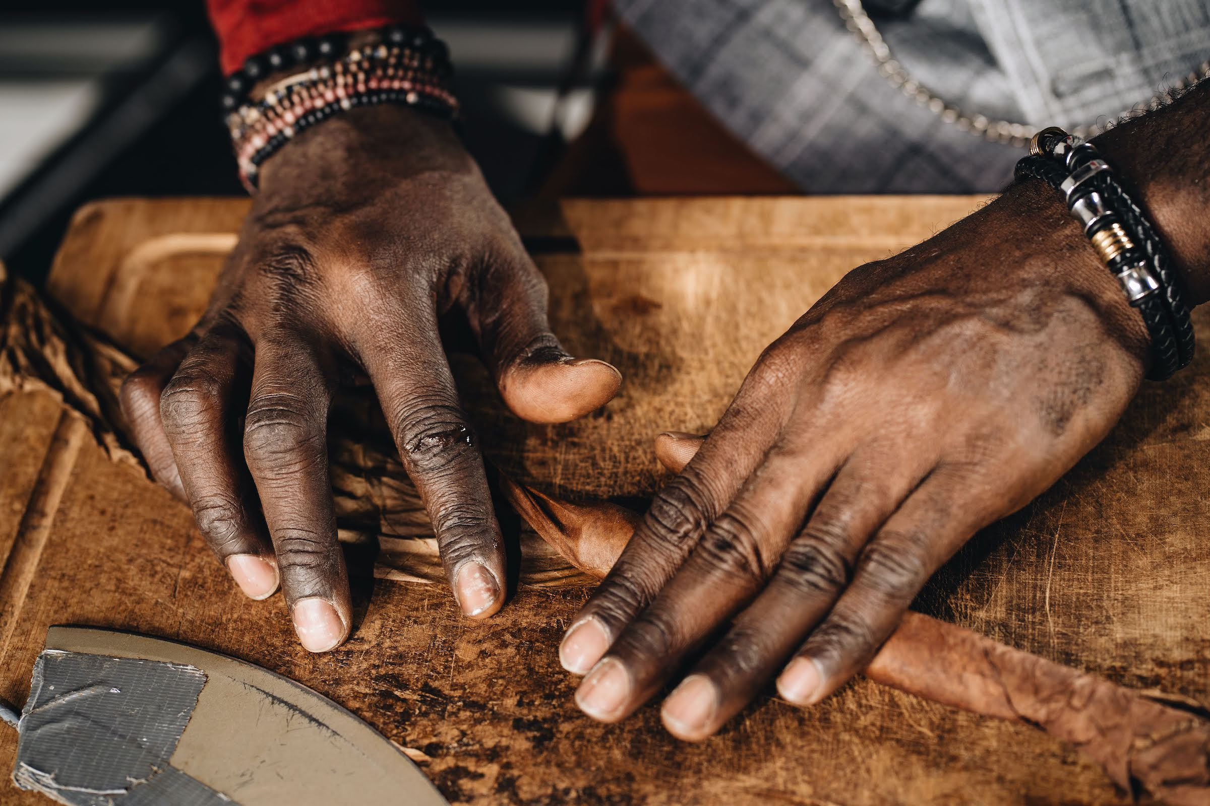 Zigarrenroller |Zigarrendreher | Zigarrenrollerin | Tabakroller | Zigarren |Handgemacht | Messe | Gala | Hochzeit | Buchen | Mieten | Anfragen