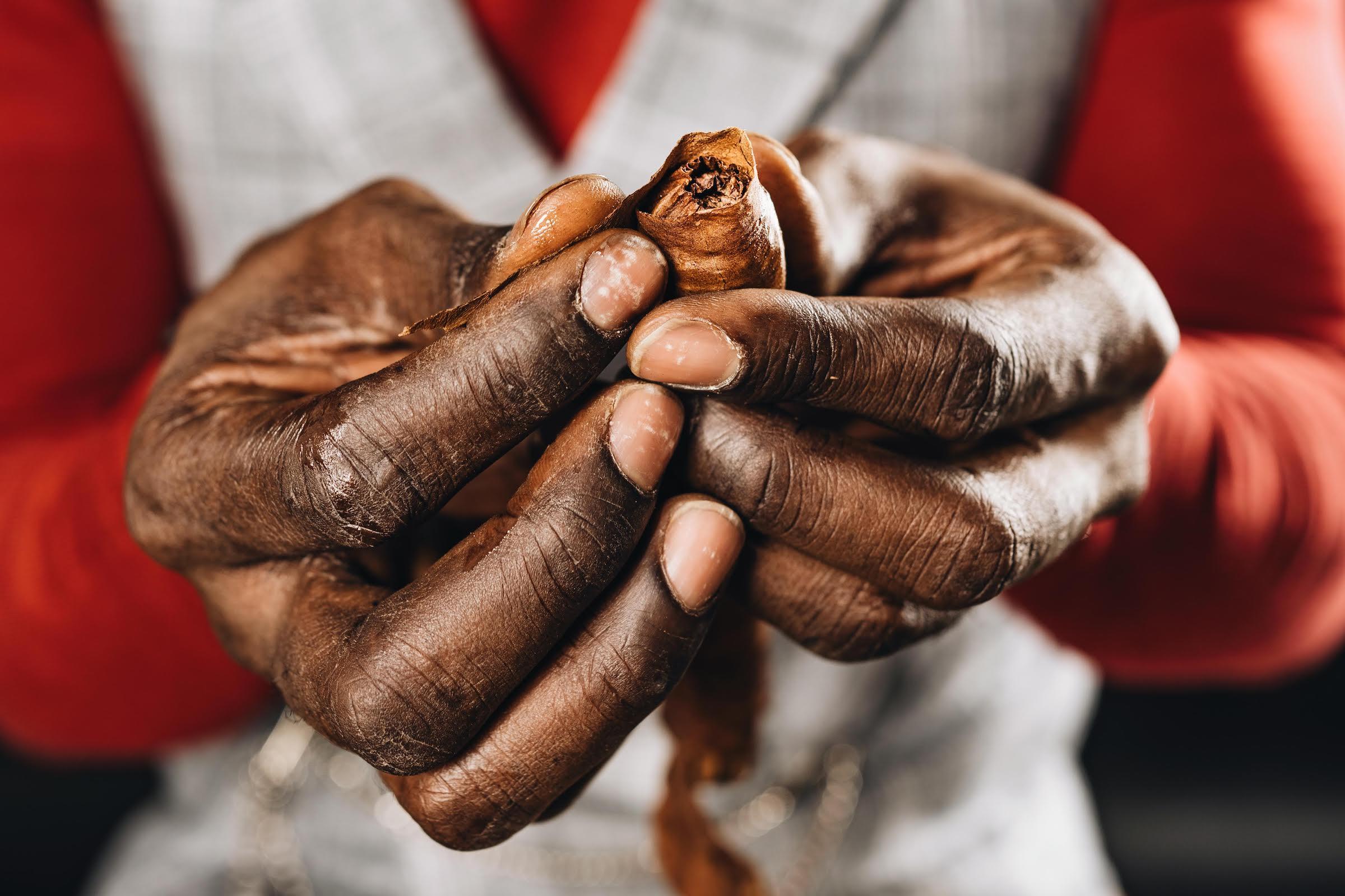 Zigarrenroller | Zigarrendreher | Zigarrenrollerin |Zigarren | Tabakroller |Messe | Hochzeit | Business | Hochzeit | Kaufen |Buchen | Mieten |Anfragen